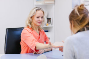 dr-katrin-kruunvald-artiaclinic-rindade-suurendamine-rinnaprotees-ilukirurgia